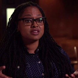 Ava Duverney - Regisseurin - über die Art wie sie Martin Luther King im Film darstellt - OV-Interview Poster