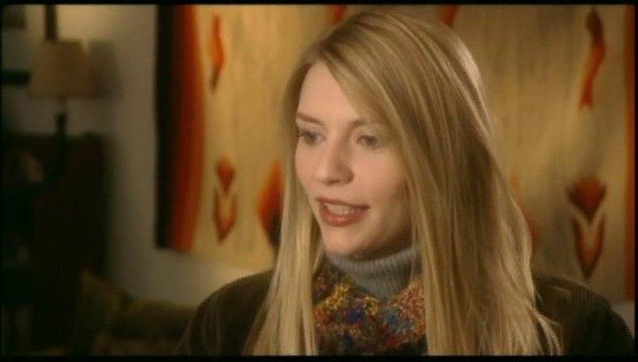 Claire Danes über ihre Rolle als aufgeschlossene Schwester von Sarah Jessica Parker. (2:33 min) - OV-Interview Poster