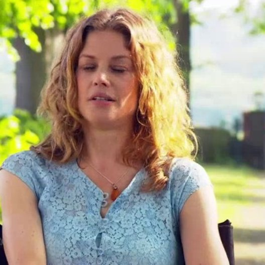 Marie Bäumer - Inga - über die Familie als idealen Krisenstoff - Interview Poster