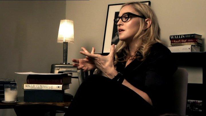 Madonna -Regisseurin- über die Figuren Wally und Evgeni - OV-Interview Poster