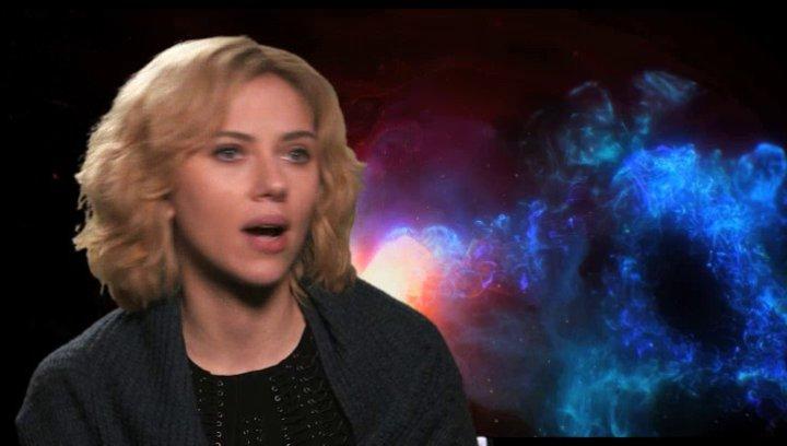 Scarlett Johansson - Lucy -  über die Dreharbeit in Taipeh - OV-Interview Poster