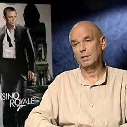 Martin Campbell über das Casting von Daniel Craig, entspannende Margaritas und die Bond-Fans. - OV-Interview Poster