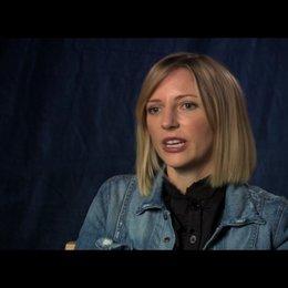 Shana Feste (Drehbuch und Regie) über die unterschiedlichen Charaktere und ihre Musik - OV-Interview Poster