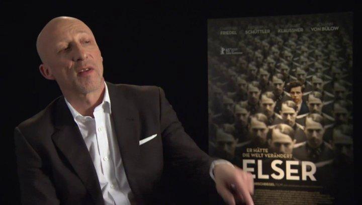 Oliver Hirschbiegel (Regie) darüber, was ihn dazu bewogen hat, einen Film über Elser zu machen, über den Menschen Elser - Interview Poster