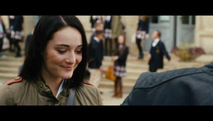 Gideon holt Gwen von der Schule ab - Szene Poster