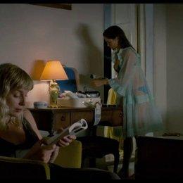 Rosa und Ailie kommen im Hotel an - Szene Poster