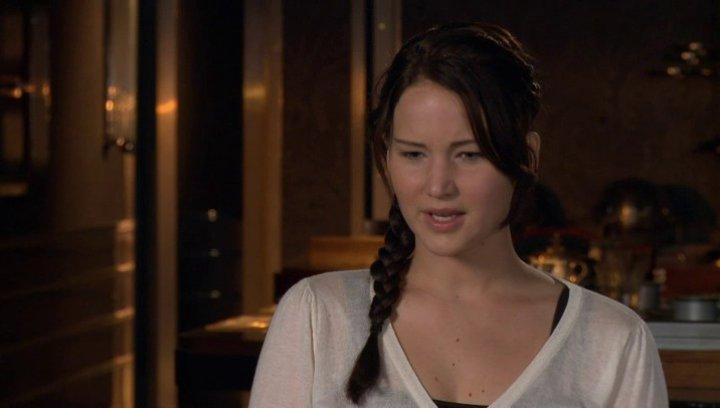 JENNIFER LAWRENCE -Katniss Everdeen- über das Treffen mit SUZANNE COLLINS - OV-Interview Poster