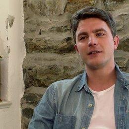 Friedrich Mücke über seine Rolle - Interview Poster