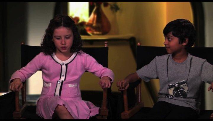 Elodie Tougne und Rohan Chand über ihre Rollen - OV-Interview Poster