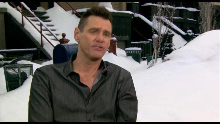Jim Carrey über die Arbeit unter kalten Bedingungen - OV-Interview Poster