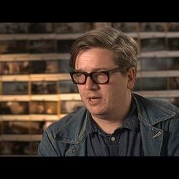 TOMAS ALFREDSON -Regisseur- über JOHN LE CARRE am Set - OV-Interview Poster