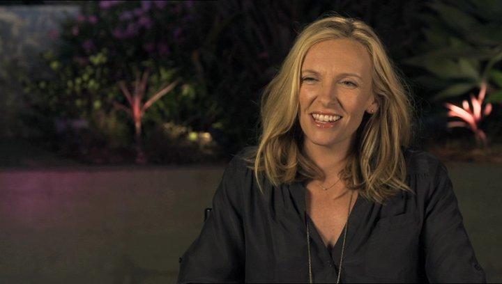 Toni Collette - Sarah - über die Beziehung von Sarah und Will - OV-Interview Poster