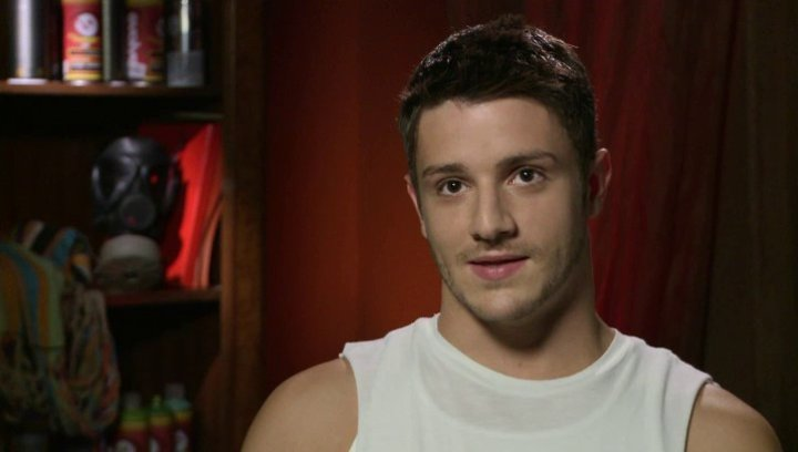 Misha Gabriel - Eddy über seine Rolle - OV-Interview Poster