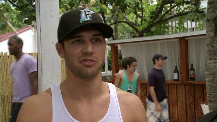 Ryan Guzman - Sean über Miami - OV-Interview Poster