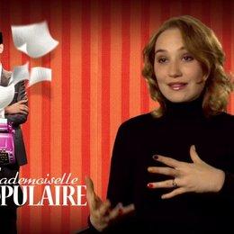 Deborah Francois (Rose Pamphyle) über die Kostüme - OV-Interview Poster