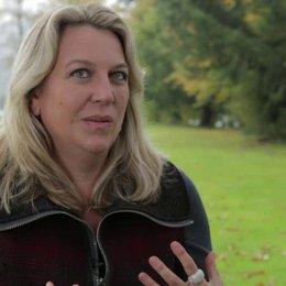 Cheryl Strayed über die Arbeit mit Reese 2 - OV-Interview Poster