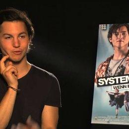 Tim Oliver Schultz über Inges Reaktion auf die Anfrage von Max - Interview Poster