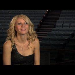 """Gwyneth Paltrow (""""Kelly Canter"""") über den Realitätsbezug der Geschichte - OV-Interview Poster"""