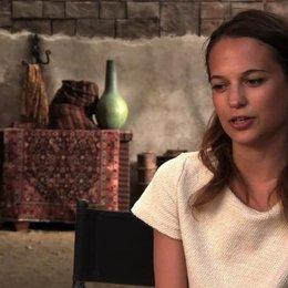 Alicia Vikander über ihre Rolle - OV-Interview Poster