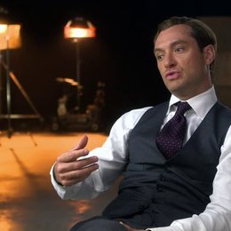 Jude Law über die Aktionszenen im Film - OV-Interview Poster