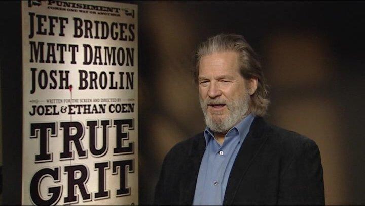 Jeff Bridges (Rooster Cogburn) über seine Vorliebe für Cowboys - OV-Interview Poster
