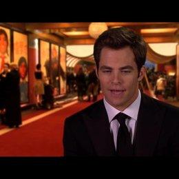 Chris Pine - FDR - darüber, wie er sich in Reese verliebt - OV-Interview Poster