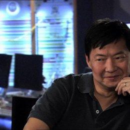 Ken Jeong - Kim Ly - über seine Inspriration für Kim Lys Stimme - OV-Interview Poster