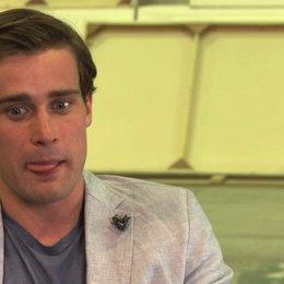 Christian Cooke über den Cast - OV-Interview Poster