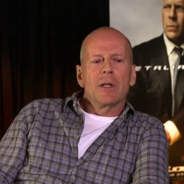 Bruce Willis (General Joe Colton) über Dwayne - The Rock - Johnson - OV-Interview Poster