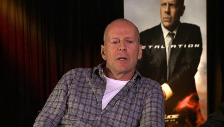 Bruce Willis (General Joe Colton) über Dwayne - The Rock - Johnson - OV-Interview Poster