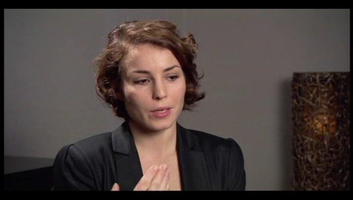Noomi Rapace über Lisbeths Verhältnis zu Mikael - OV-Interview Poster