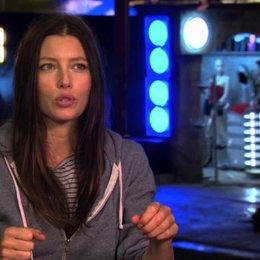 Jessica Biel über die Herausforderung während der Dreharbeiten - OV-Interview Poster