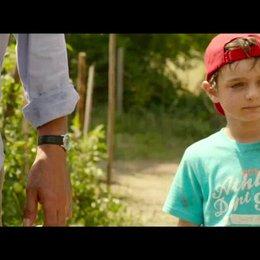 Paul und Theo im Garten - Szene Poster
