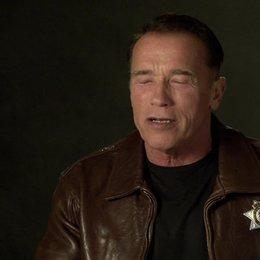 Arnold Schwarzenegger (Ray Owens) über die großartige Besetzung - OV-Interview Poster