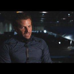 """Bradley Cooper - """"Faceman"""" über die Schauspieler - OV-Interview Poster"""