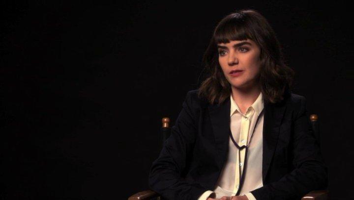 Ana Coto über die Arbeit mit einem Ouijabrett - OV-Interview Poster