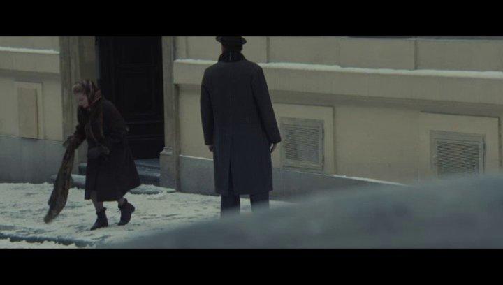 Leo beschattet Raisa - Szene Poster