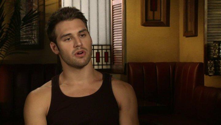 Ryan Guzman - Sean über Scott Speer - OV-Interview Poster