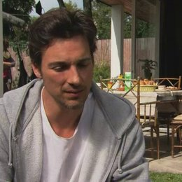 Florian David Fitz - Conrad - über den Drei-Männer-Haushalt - Interview Poster