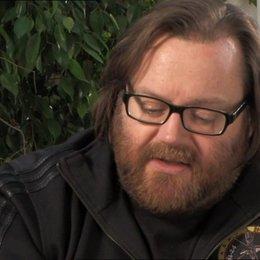 John Moore (Regisseur) über die Auto Verfolgung - OV-Interview Poster