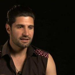 Kayvan Novak - Bejan - darüber wie er zu dem Projekt kam - OV-Interview Poster