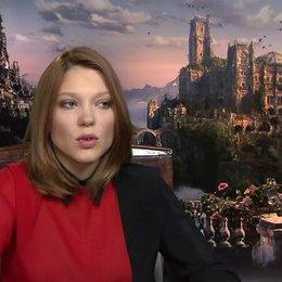 Lea Seydoux - Belle - über die Kostüme - OV-Interview Poster