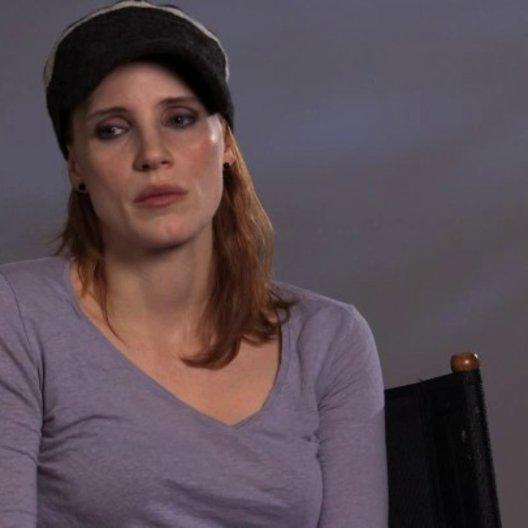 Jessica Chastain über Guillermo del Toro - OV-Interview Poster