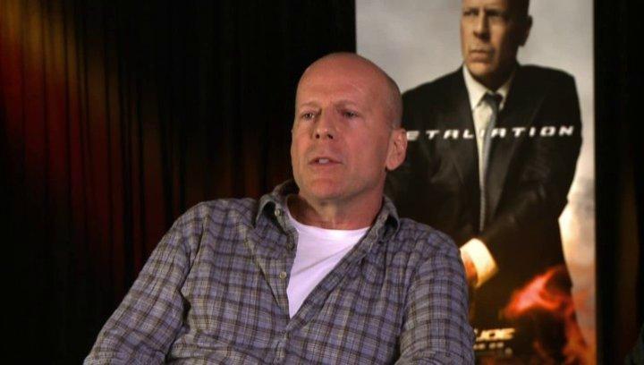 Bruce Willis (General Joe Colton) was Ehre für den Film bedeutet - OV-Interview Poster