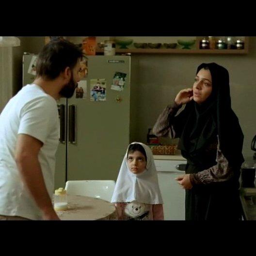 Nader wirft Razieh vor seinen Vater festgebunden zu haben - Szene Poster