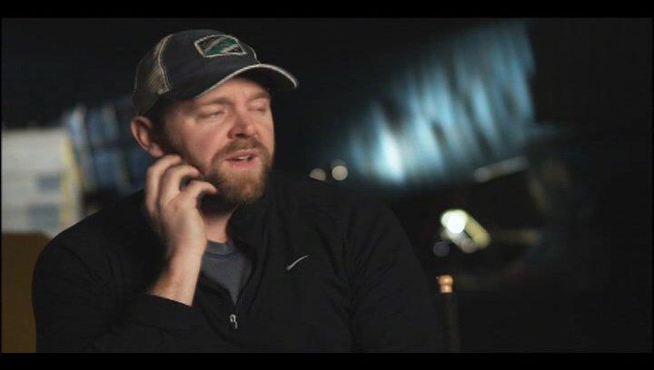 Joe Carnahan - Regie über Bradley Cooper - OV-Interview Poster