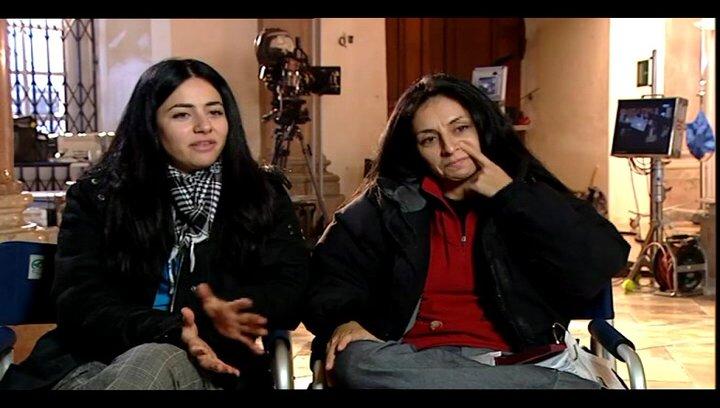 Yasemin Samdereli und Nesrin Samdereli (Regie und Drehbuch) über den autobiographischen Hintergrund - Interview Poster