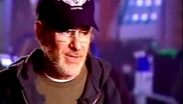 Steven Spielberg über Invasionsfilme, menschliche Urängste und seinen Hauptdarsteller Tom Cruise (Englisch). - OV-Interview Poster