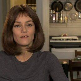 Vanessa Paradis - Avigal - über den Film (2) - OV-Interview Poster