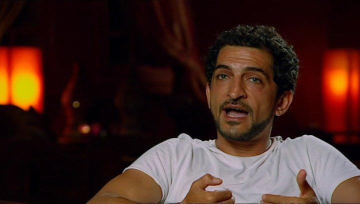 Amr Waked - Scheich Muhammed über Ewan Mc Gregor - OV-Interview Poster